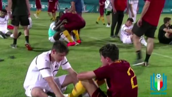 La Roma Under 15 batte il Milan in finale: lo splendido gesto dei giovani giallorossi. Video