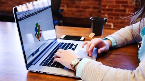 Come curare la propria immagine on-line: cosa fare per valorizzarsi al meglio