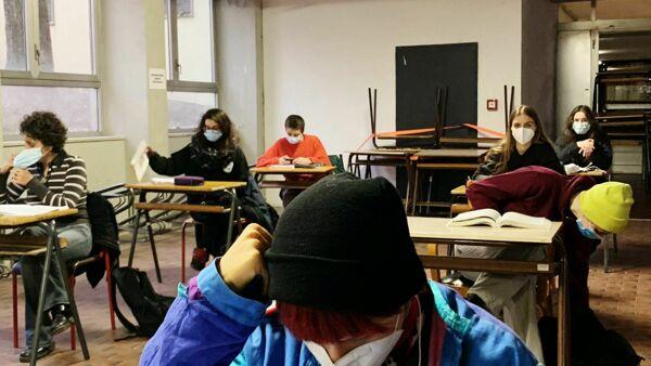 Oggi la Lombardia riapre le scuole, ma non per tutti