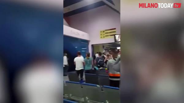 Coronavirus, arriva la task force cubana che affrontò l'emergenza Ebola: gli applausi alla partenza in aeroporto