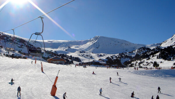 Fontana firma l'ordinanza: in Lombardia dal 15 febbraio riaprono gli impianti da sci