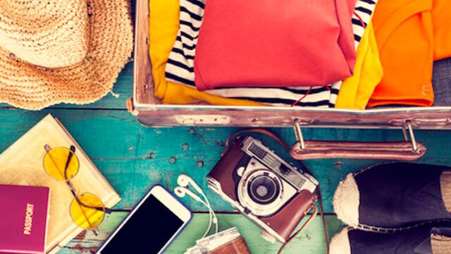 I 5 accessori che non possono mancare in valigia da acquistare con lo smartphone