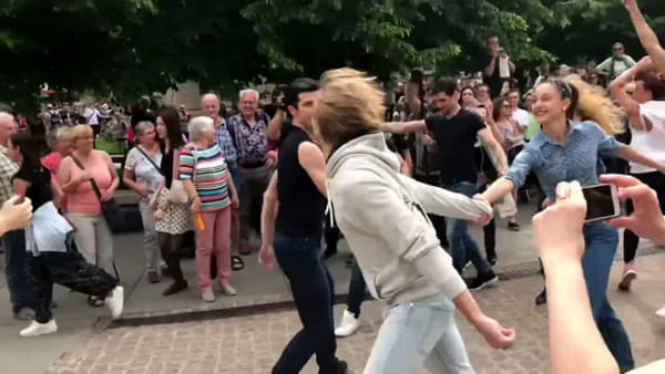 Piazza Scala, flash mob contro la tratta di esseri umani