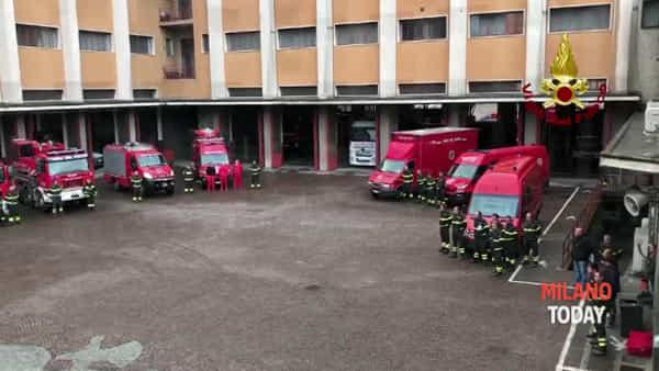 Milano, minuto di silenzio nel comando dei vigili del fuoco: i pompieri vicini ai loro colleghi di Alessandria