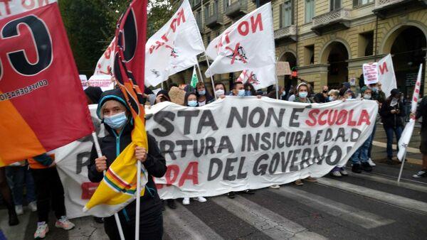 Studenti Genitori E Attivisti Per Il Clima In Marcia A Milano Vie Chiuse E Mezzi Atm Deviati