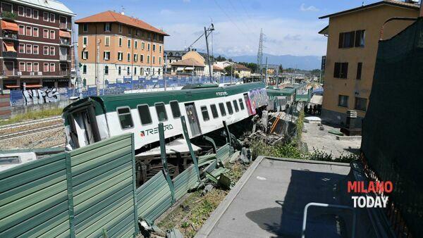 Il treno deragliato (Foto D. Bennati)