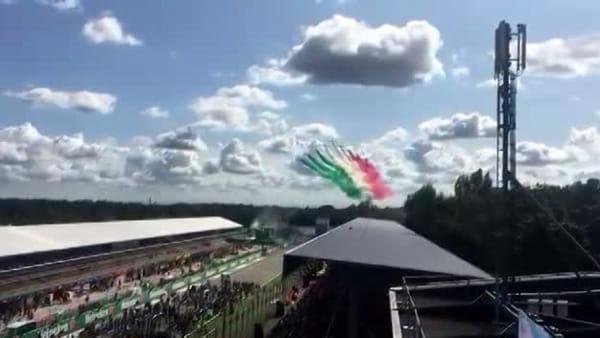 Le Frecce Tricolori nel cielo di Monza prima del Gran Premio di Formula 1