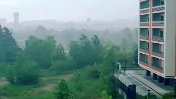 Violento nubifragio nel Milanese: tromba d'aria, grandine e temporale