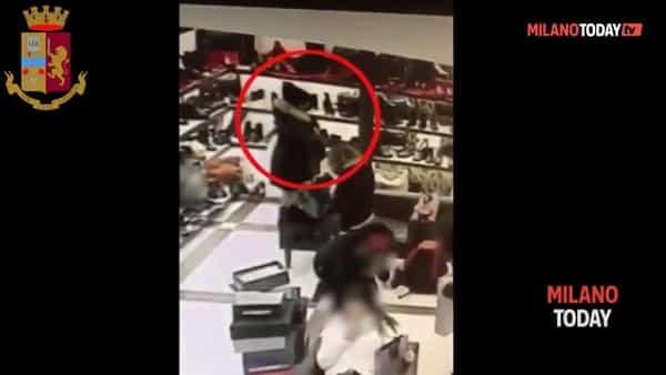 Borseggiatrici derubano una studentessa in pieno centro a Milano: ecco il video che le incastra
