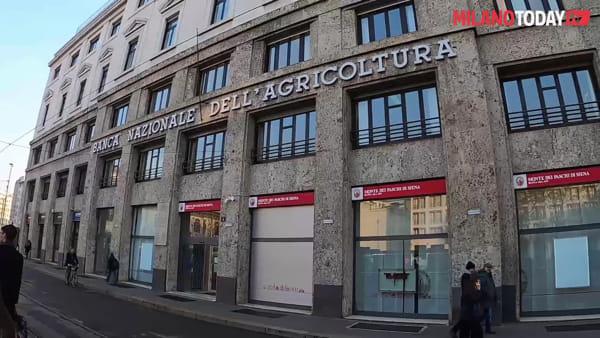 Milano, piazza Fontana: scoperta la targa che ricorda i 50 anni della strage neo fascista