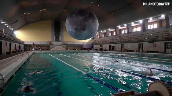 L'incredibile luna gigante alla piscina Cozzi: le immagini