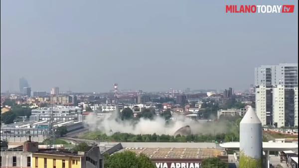 Milano, demolita la torre piezometrica simbolo del quartiere Adriano