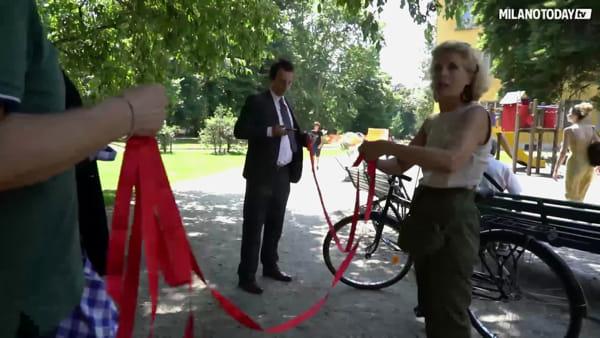 Violenza di genere, ai giardini della Guastalla la panchina rossa contro il femminicidio