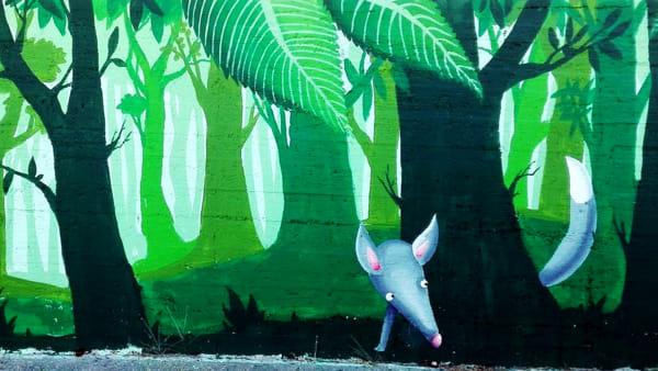 Un bosco orizzontale in un murales artistico al Mercato Comunale Fusina