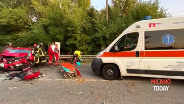 Violento schianto frontale tra due auto: 4 persone ferite gravemente