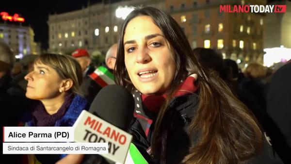 """Milano, 600 sindaci cantano 'Bella ciao' per Liliana Segre. Sala: """"Noi in piazza finché l'odio non finirà"""""""
