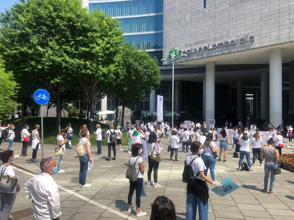 protesta asili milano 1-2
