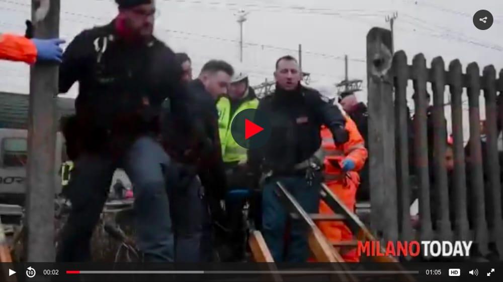 treno deragliato frame video-2