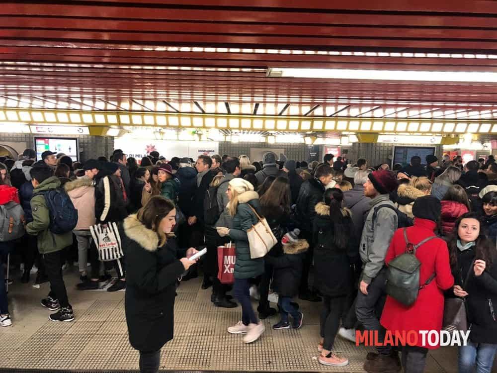 folla metro gialla-3