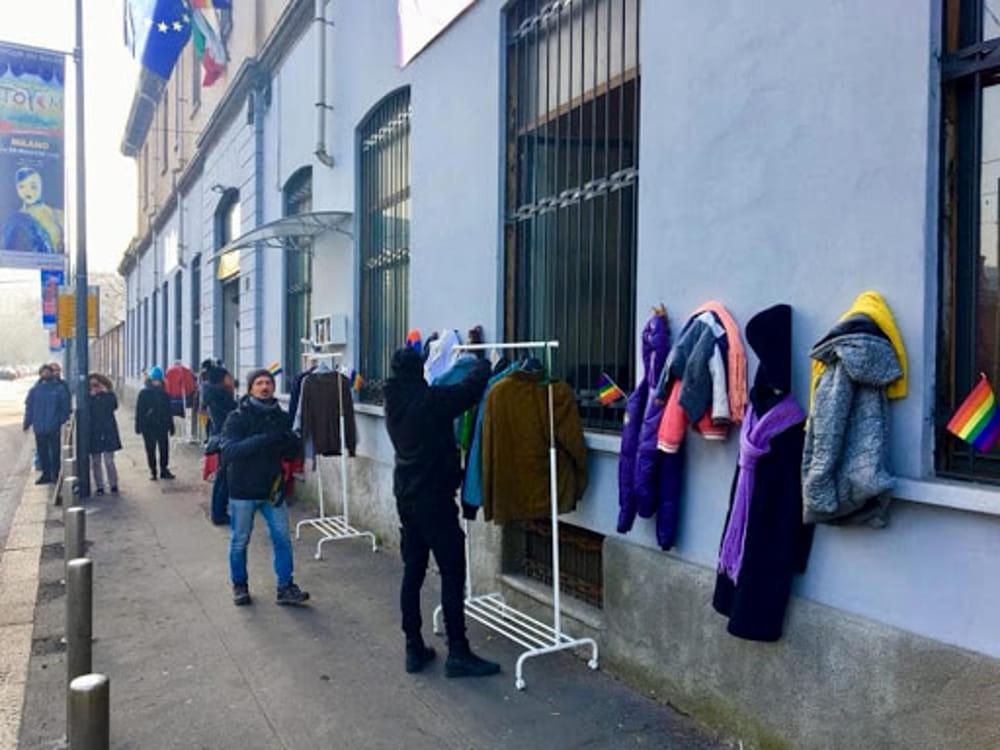 Milano, ancora polemica su sgombero centro culturale del muro della gentilezza