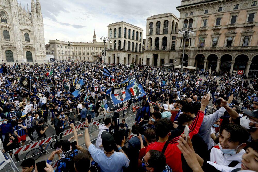Quante persone positive al covid c'erano in piazza alla festa scudetto dell'Inter?