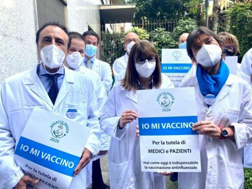 campagna medici io mi vaccino-2