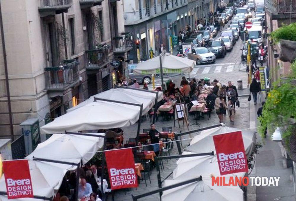 Milano Furto Di Pesce A Brera Assalto Al Furgone Che Rifornisce