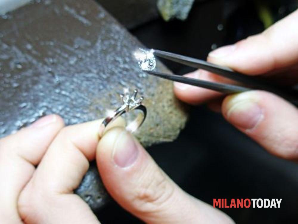 Truffa da un milione di euro a milano nota designer di for Designer di gioielli