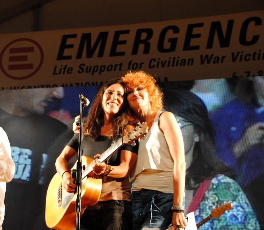 Fiorella Mannoia e Paola Turci (da Facebook/Emergency)