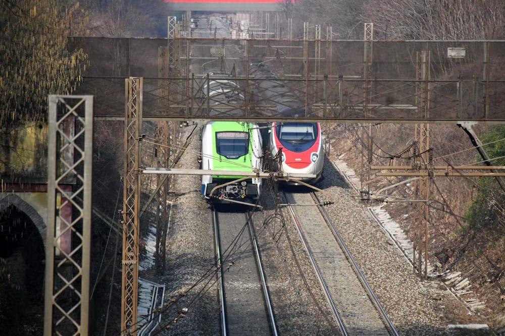 morto binari investito treno treni fermi-2