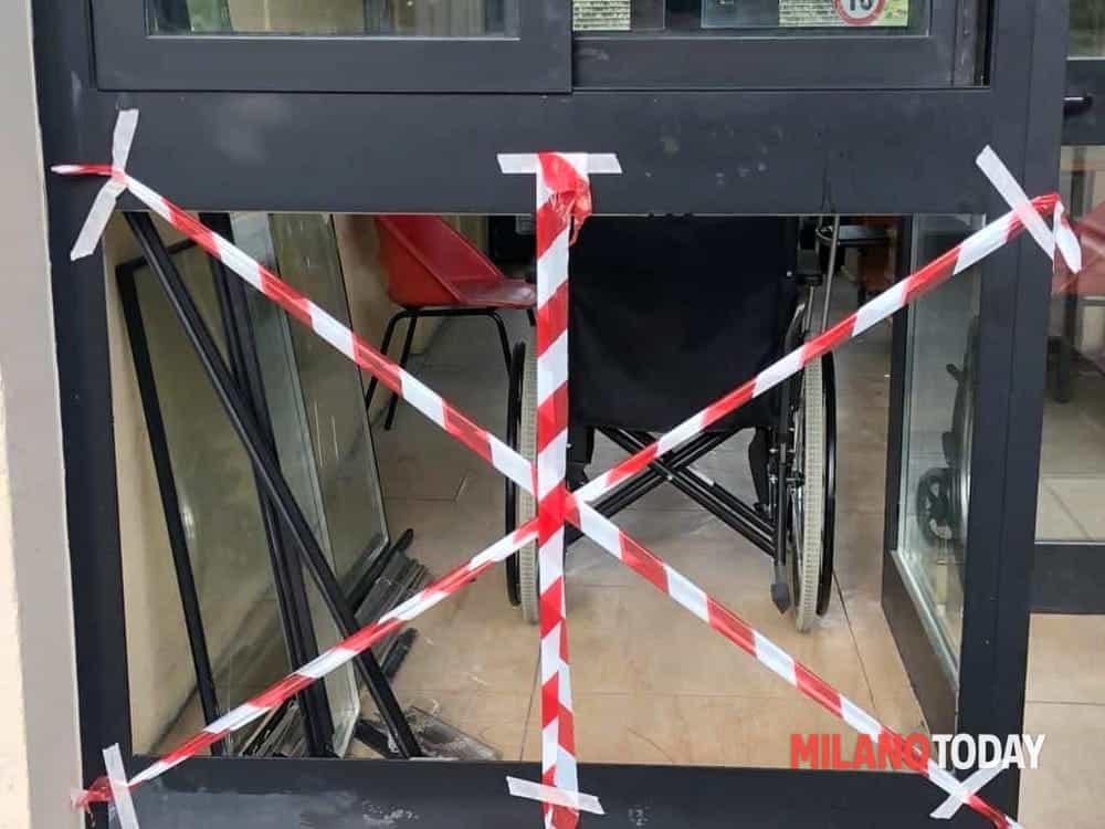 vetrate rotte cimitero lambrate-2