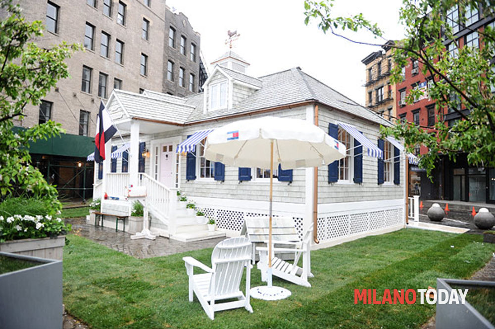 Elemosinare Me Sitcom  Prep Pop-Up House di Tommy Hilfiger a Milano, tommy Hilfiger pop-up store,  store tommy piazza duomo, temporary store tommy hilfiger - Blog