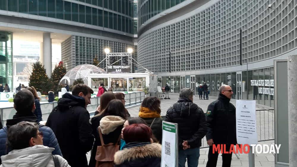 Milano Coda Per Salire Al Belvedere Di Palazzo Lombardia