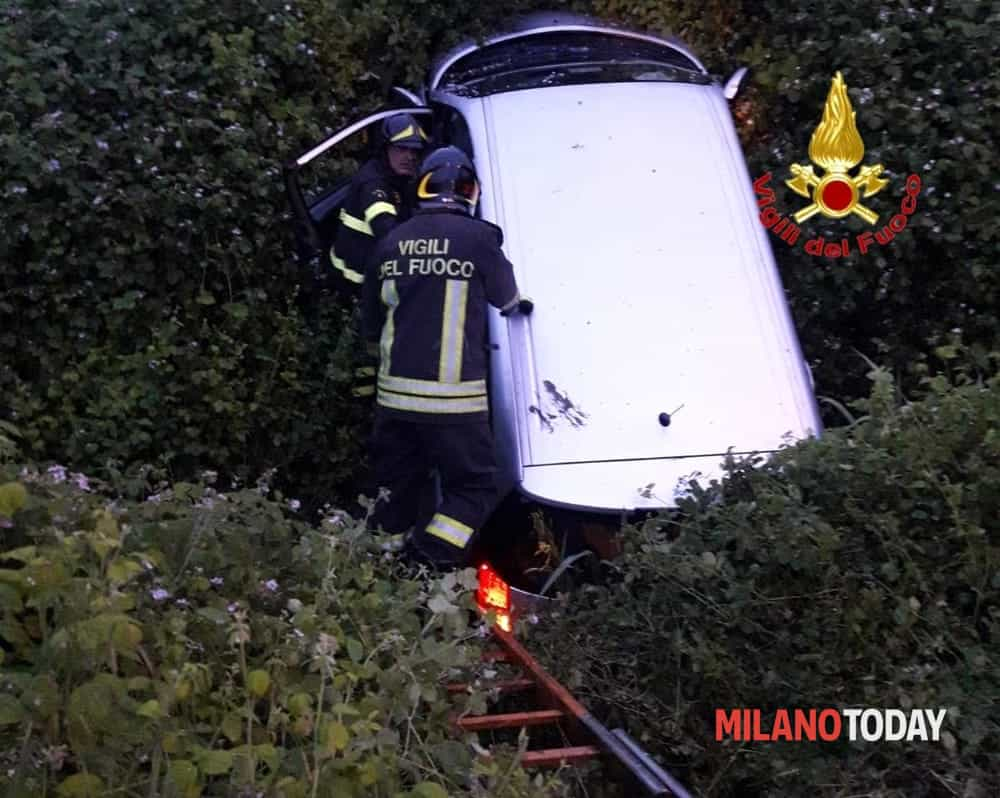 Incidente Pieve Emanuele, auto fuori strada-2
