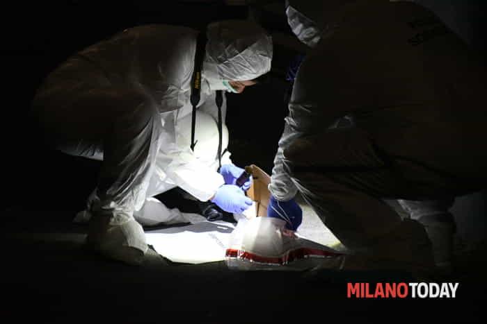 Ragazza accoltellata alla gola, polizia scientifica, polizia ambulanza di D. Bennati (1)