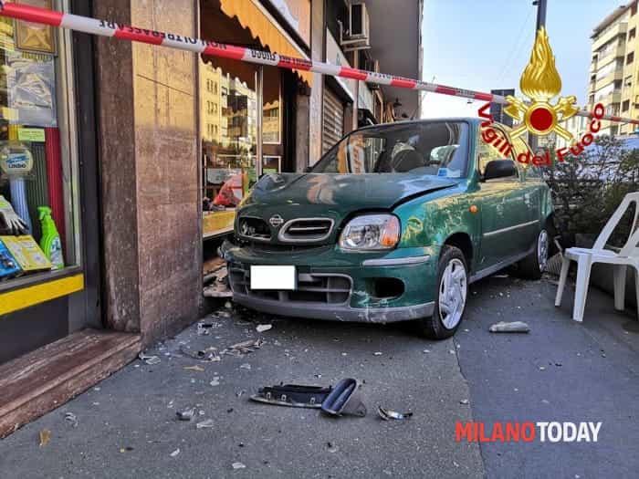 Incidente viale Monza (foto Vvf) - 1